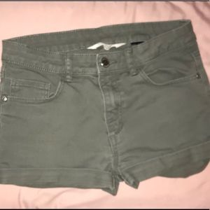 Super cute green H&M denying shorts! Fits 12-13Y